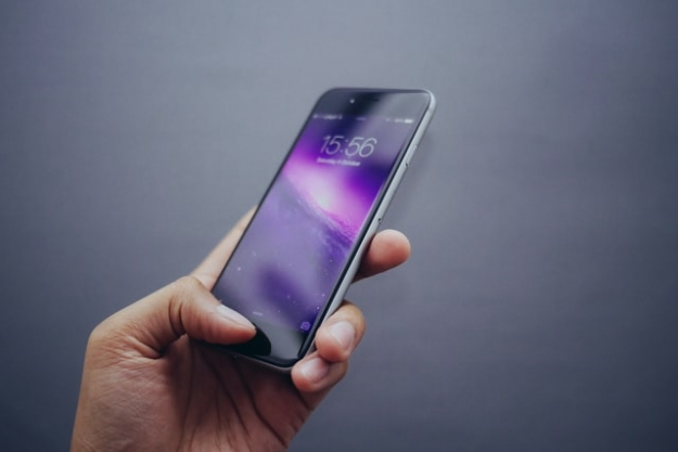 Important Smartphone Safety Tips to Teach All of Your Employees
